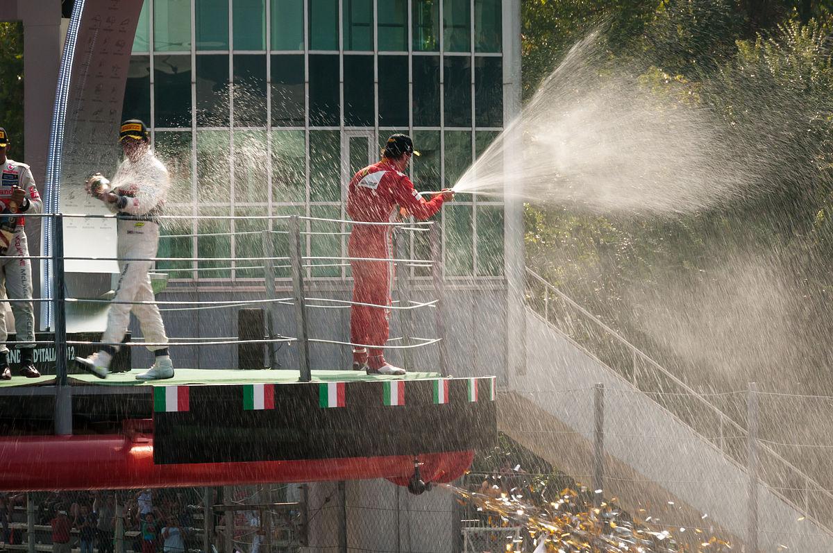 Por que rocían champaña en F1