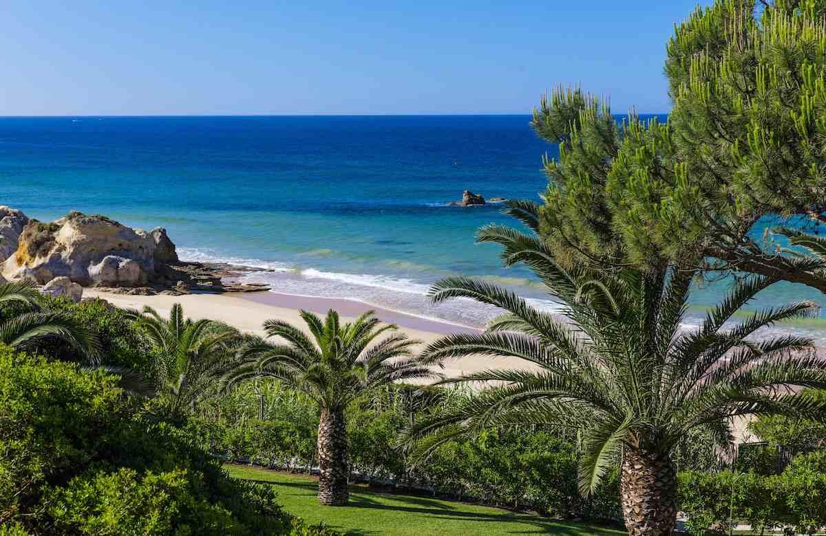 Vista de la Costa de Algarve desde restaurante