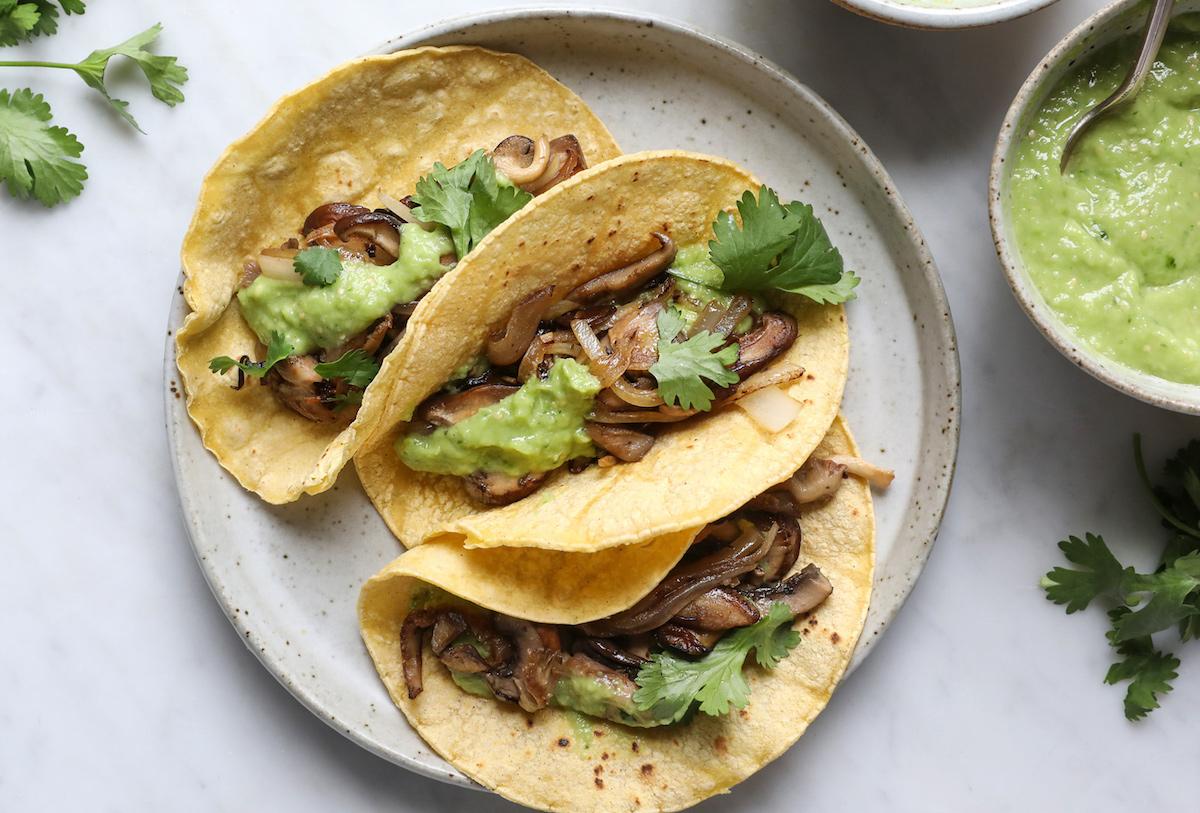 tacos de hongos con guacamoles