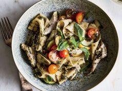 pasta pappardelle con pollo y pesto de menta-pistache