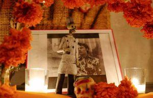 altar día de muertos anthony bourdain
