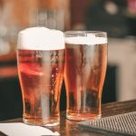 la manera correcta de beber cerveza