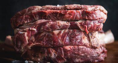 líquido rojo de la carne no es sangre