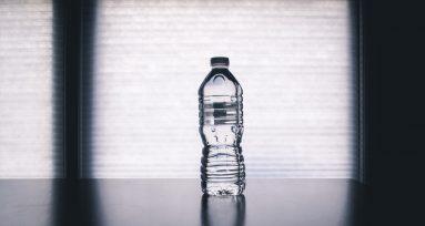 la única manera de llevar agua en el aeropuerto