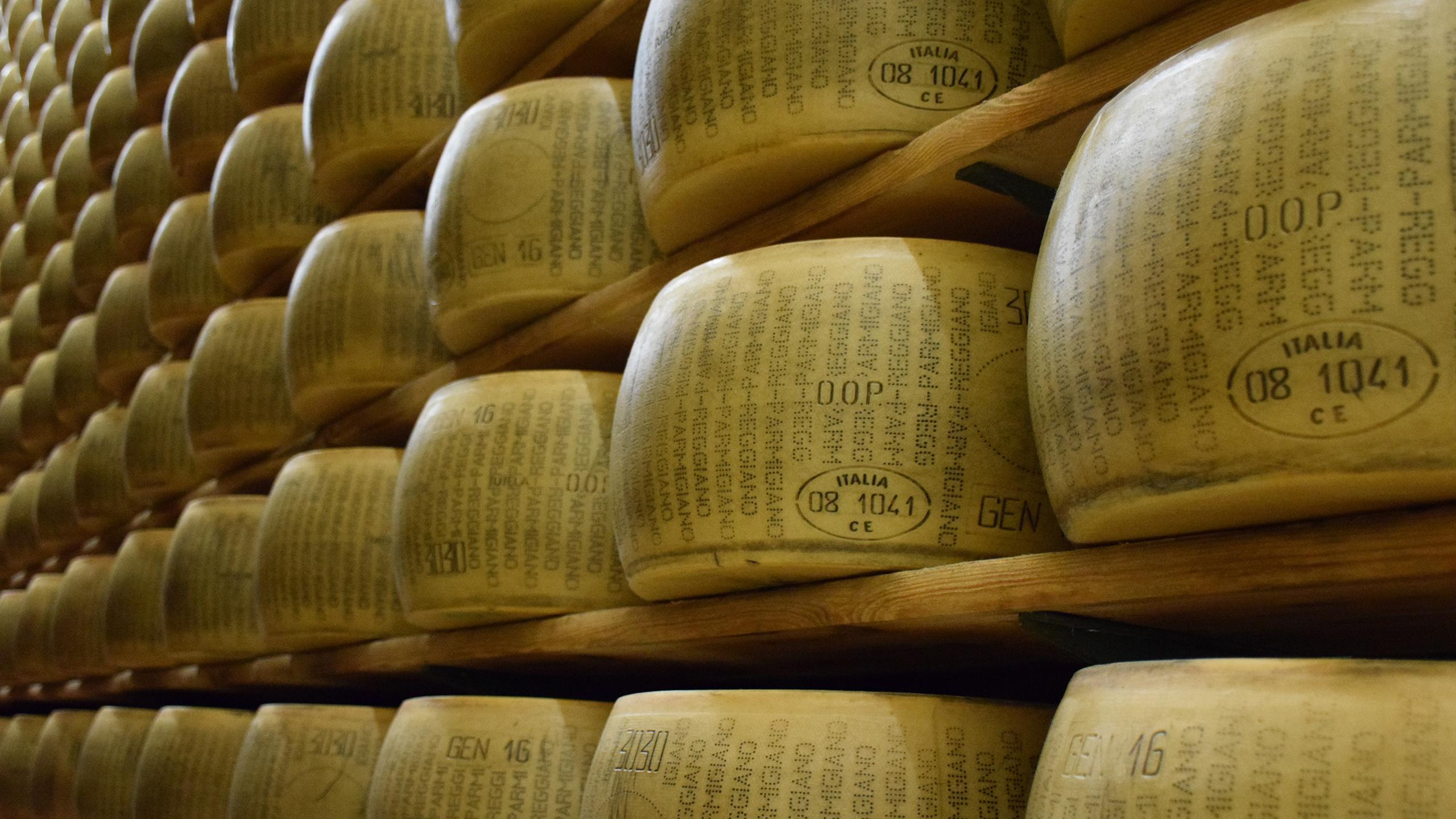 la razón por la que el queso parmesano es tan caro