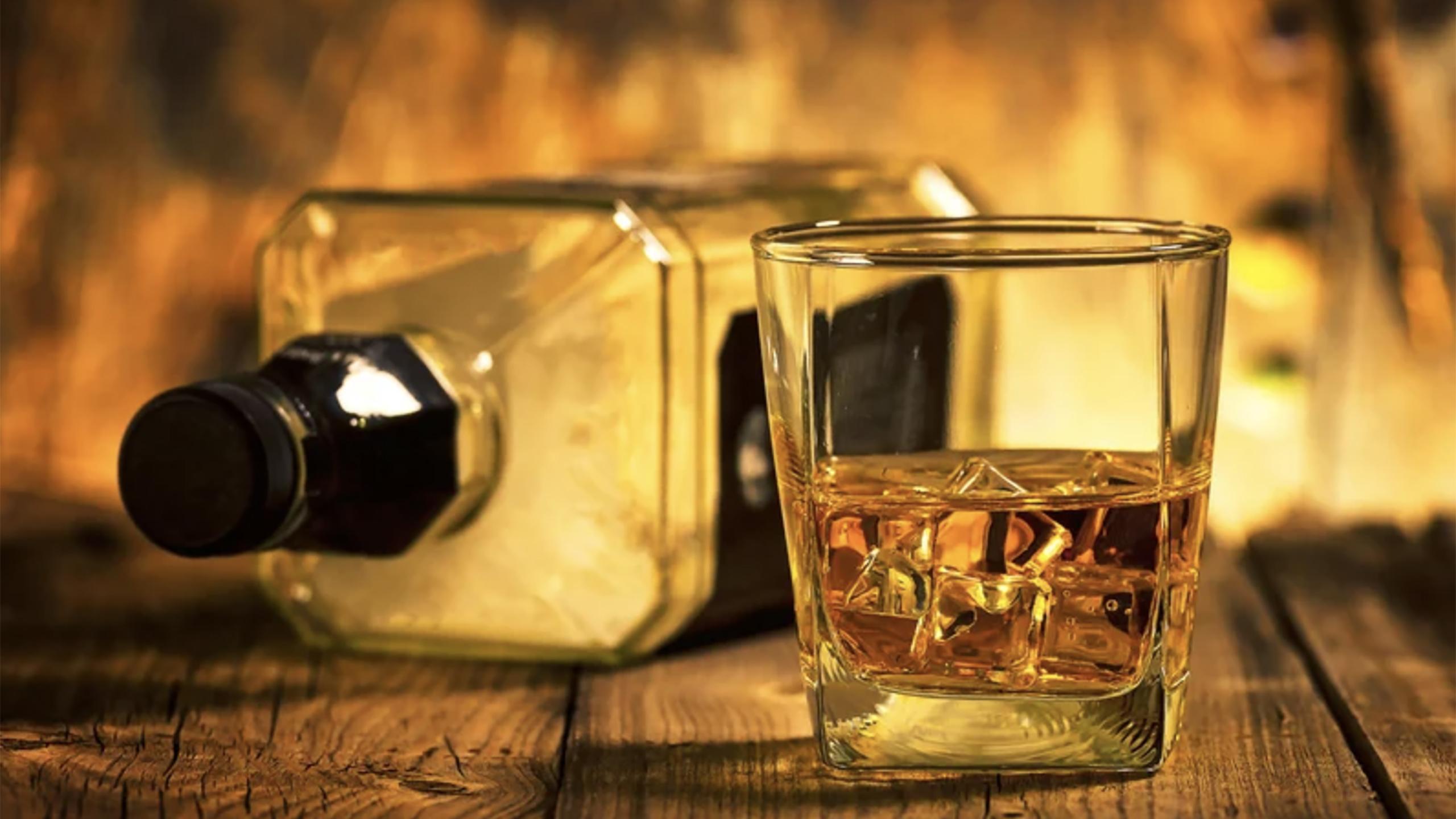 ¿Puede la ciencia ayudar a que un Bourbon nuevo tenga el sabor de una botella de 1917?