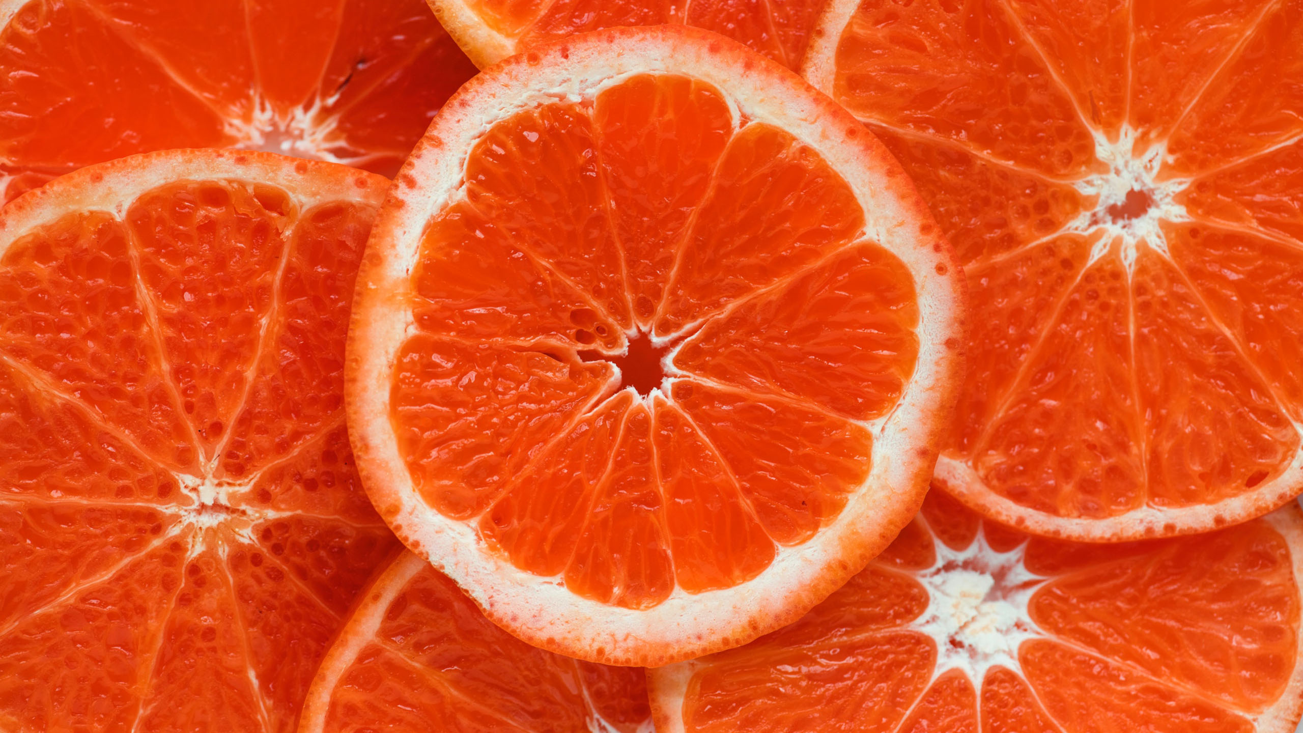 La diferencia entre comer la fruta o beberla en jugos