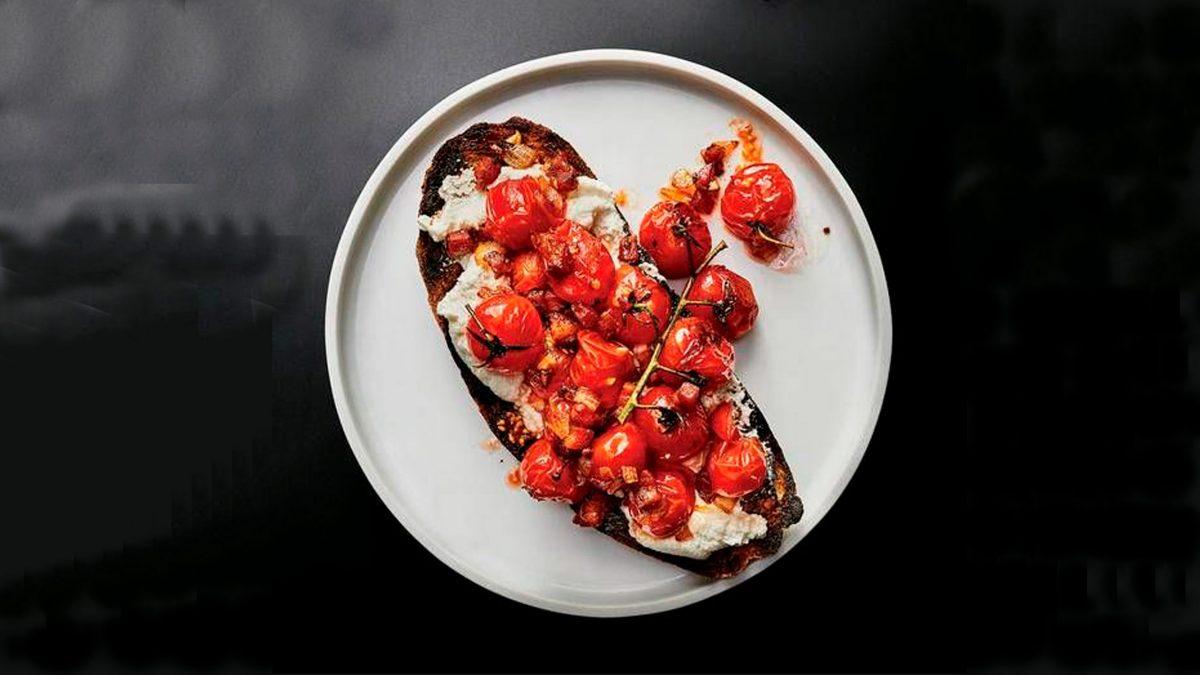 tosta panceta jitomates cherry