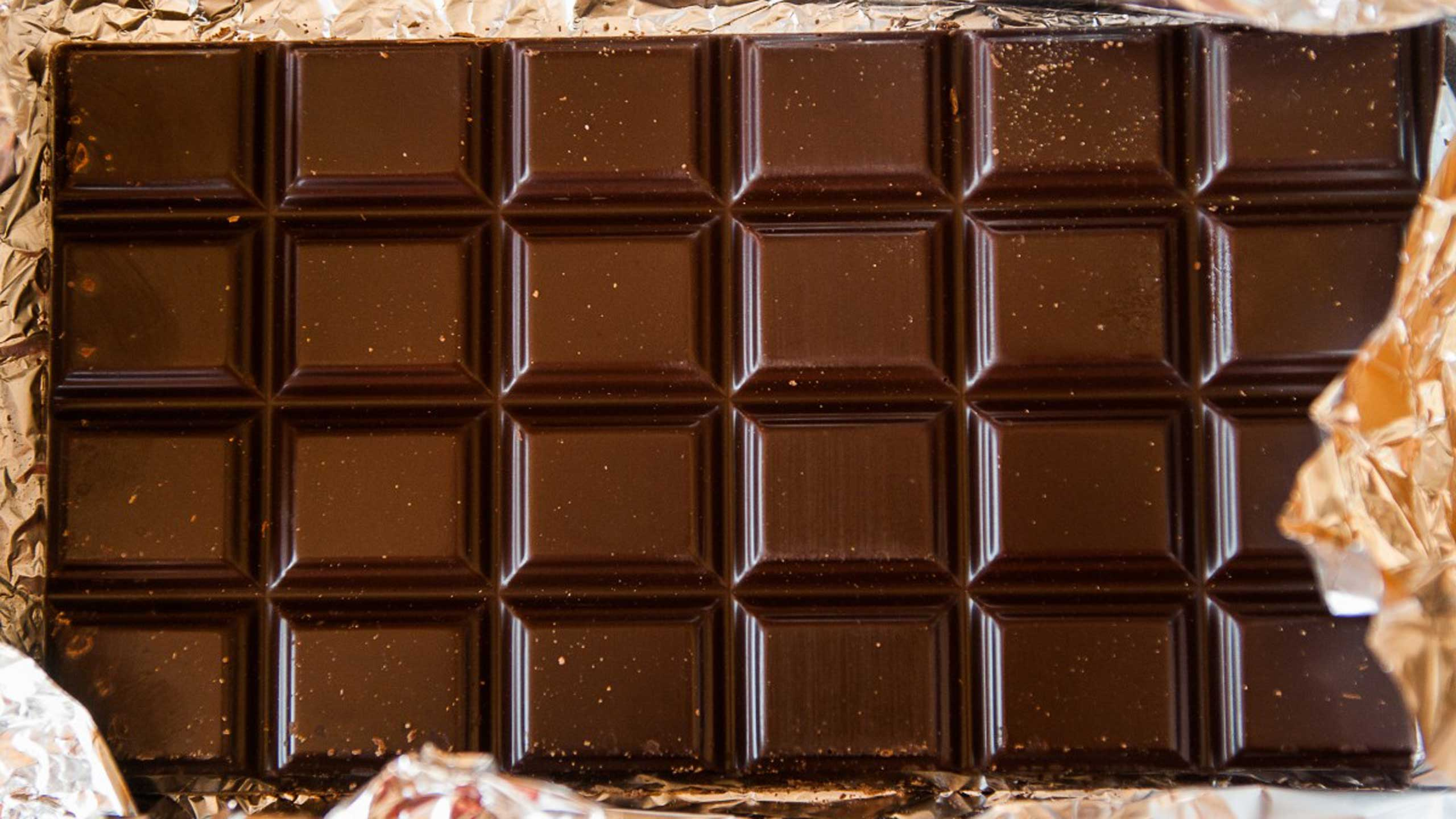 chocolate, pieza de chocolate, chocolate amargo, chocolate oscuro