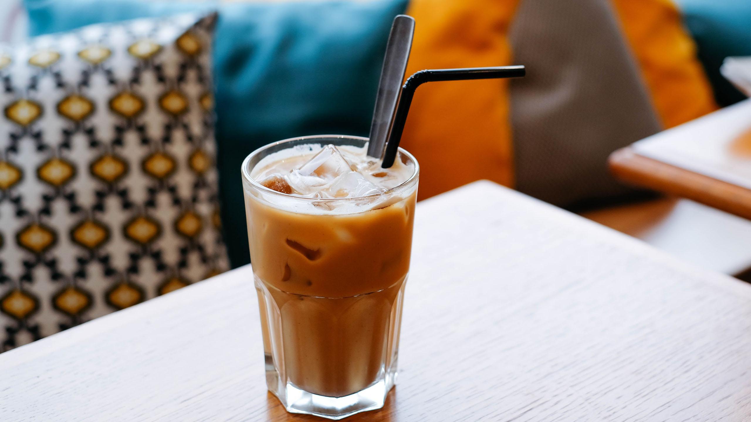 café con hielos, café frío