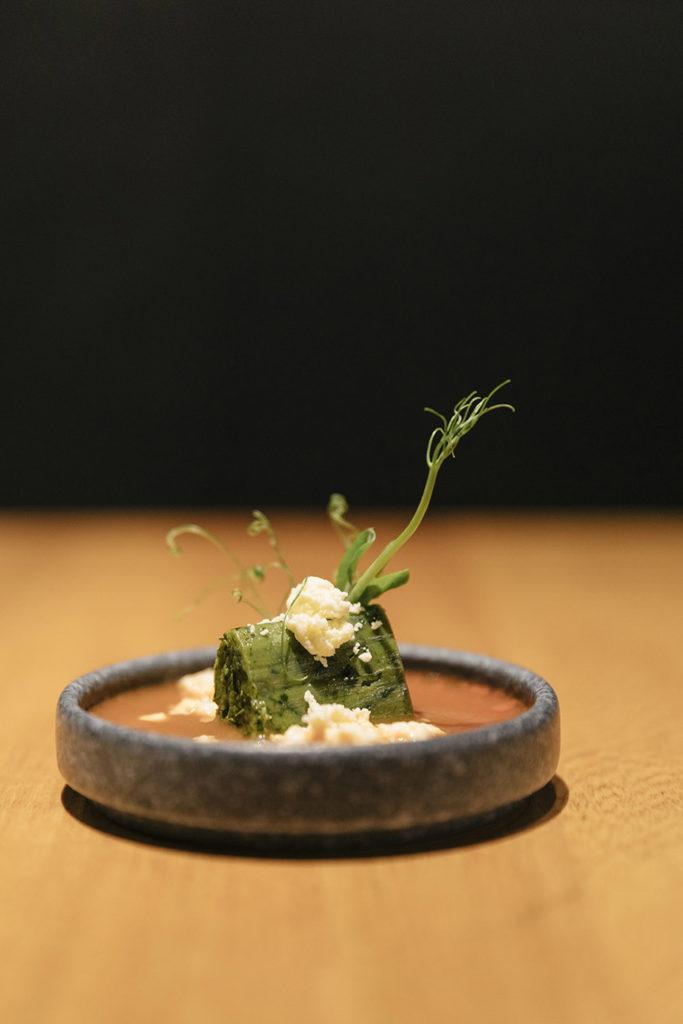 tamal, tamal de chaya con chiles serranos