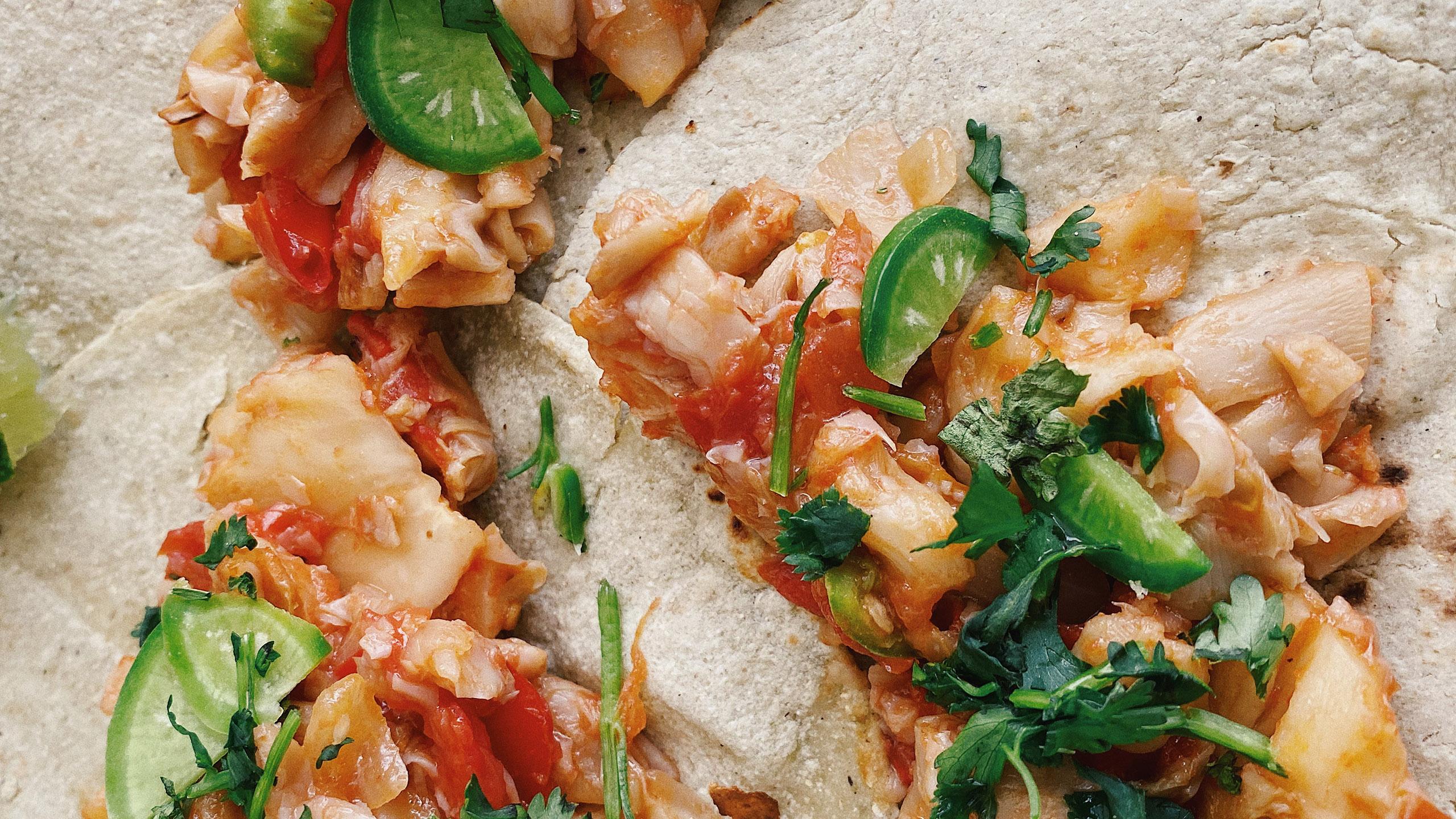 Tacos de setas a la mexicana, con rábanos sandía y cilantro