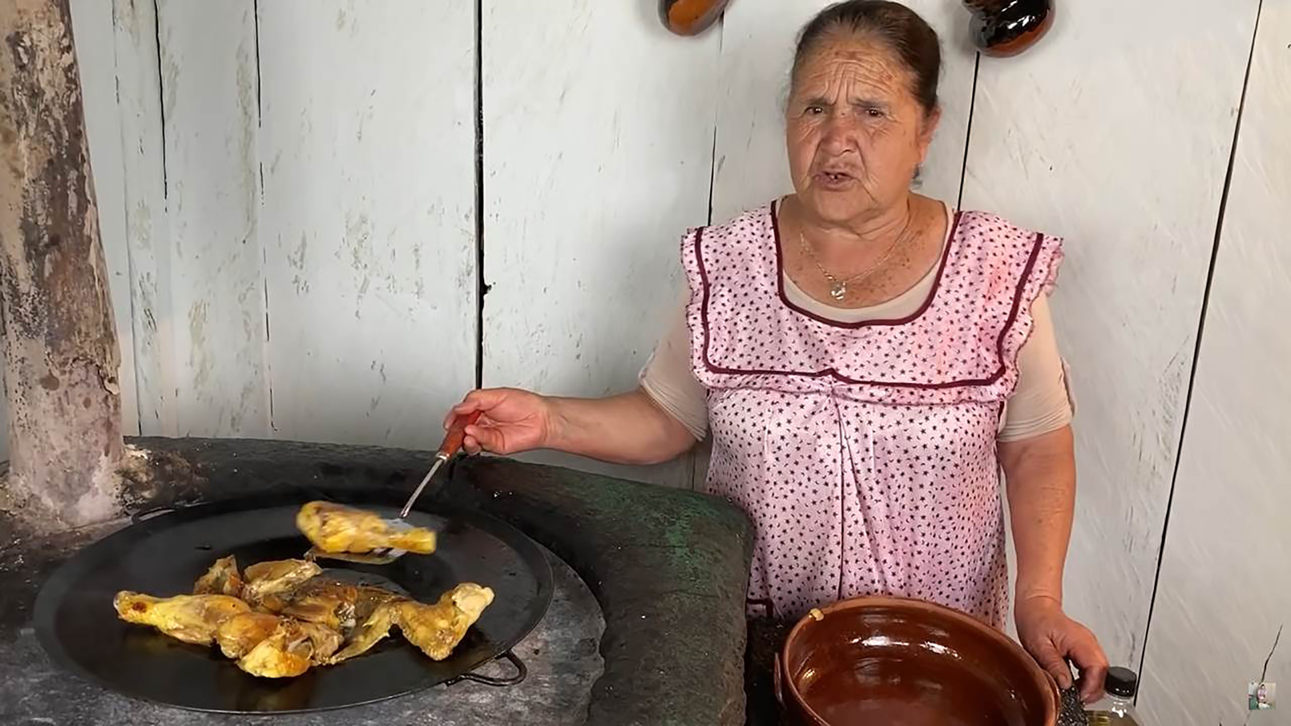 Mujeres Poderosas, Doña Angela