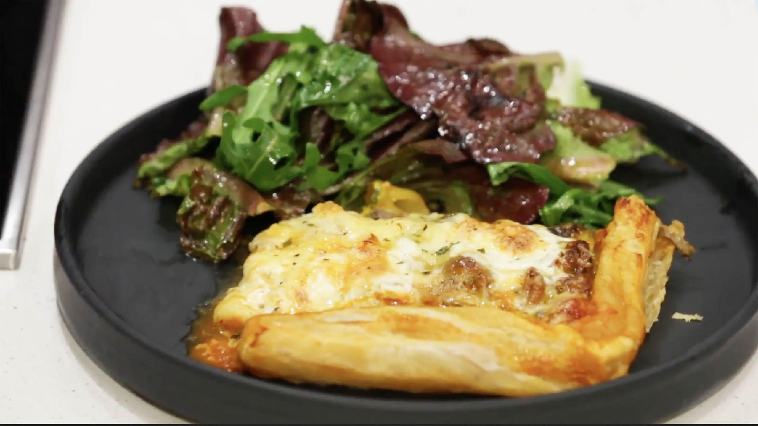 tarta. tarta de queso con hongos, hongos de lluvia, queso, mozzarella