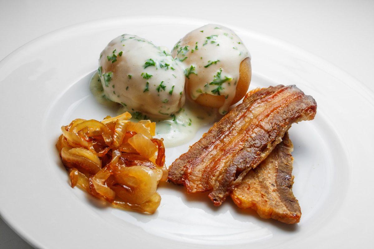 cebolla caramelizada, papas y tocino / onion, potatoes and bacon