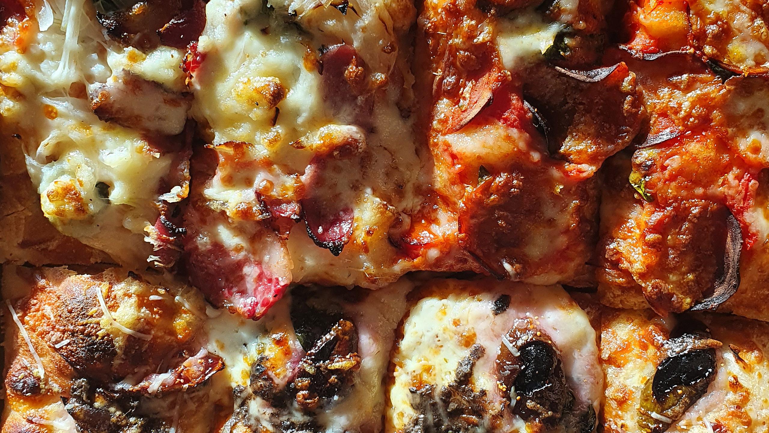 pizza, pizza estilo detroit, rebanada de pizza
