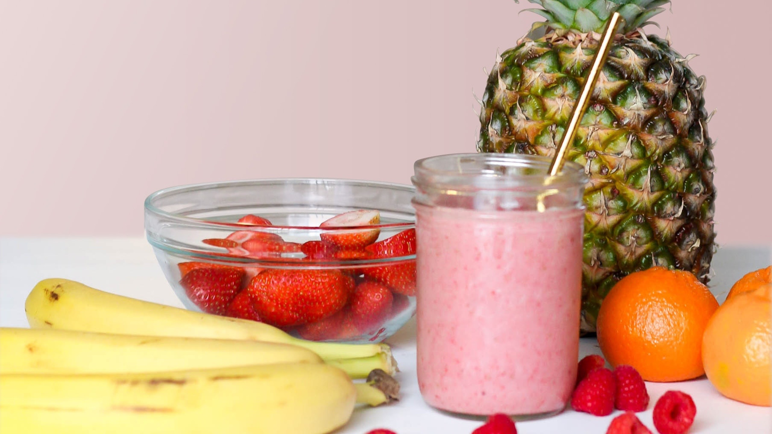 smoothie de frutos rojos para después de hacer ejercicio, fresas, blueberry, licuado