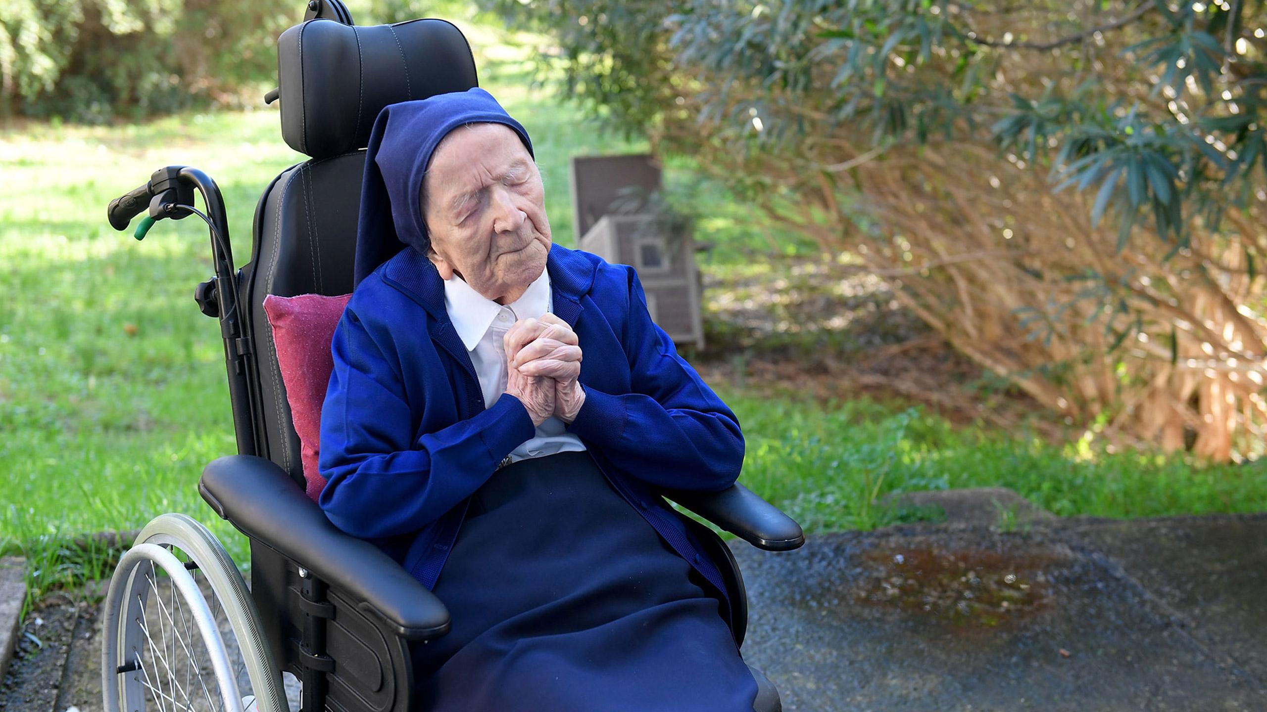 hermana andre-lucile randon-anciana-covid.jpg