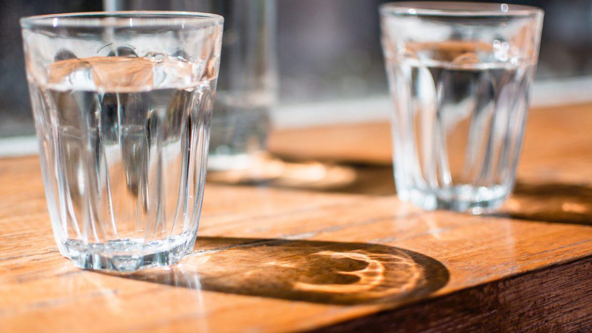 vasos-con-agua-tibia