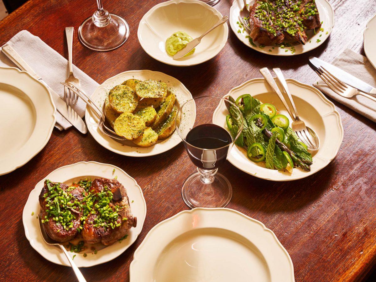 Acompañamientos-lechuga-papas-¿Cómo organizar la primera cena en mucho tiempo?