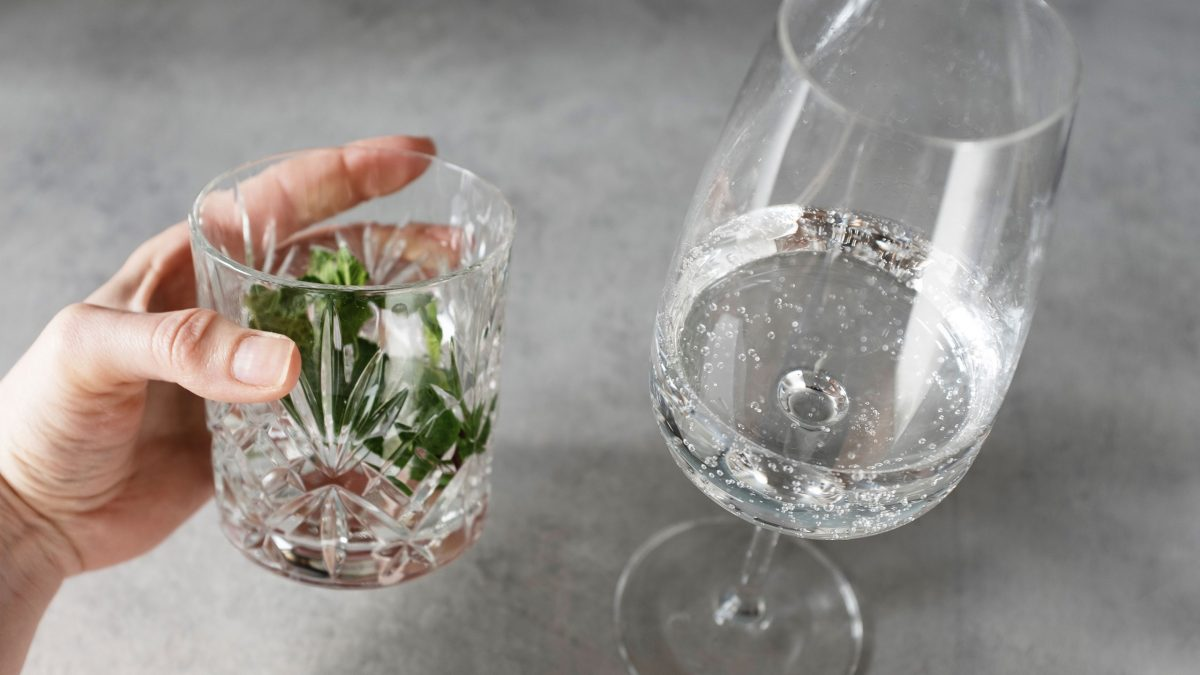 agua-mineral-vaso